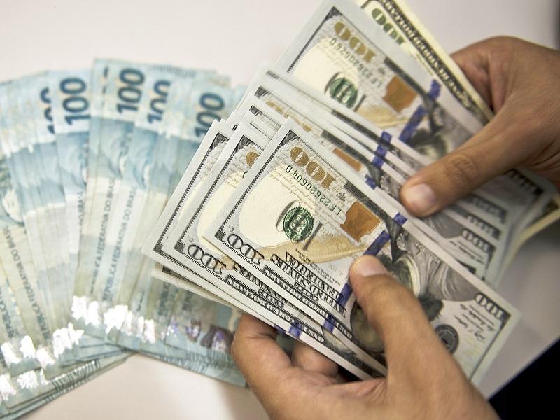 Reais e dólares