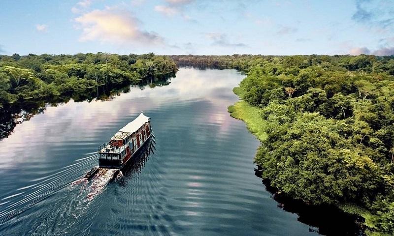 Cruzeiro saindo do Peru pelo Rio Amazonas